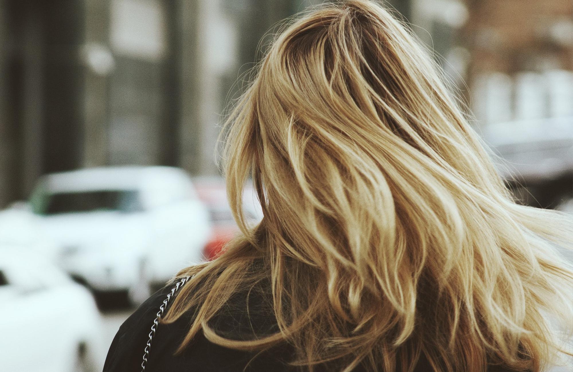 färga slitet hår