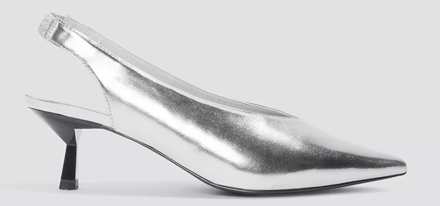 1. Trendiga silverpumps från Na-kd med snygg taxklack. Läs mer och köp här. aa472f28c5ffa