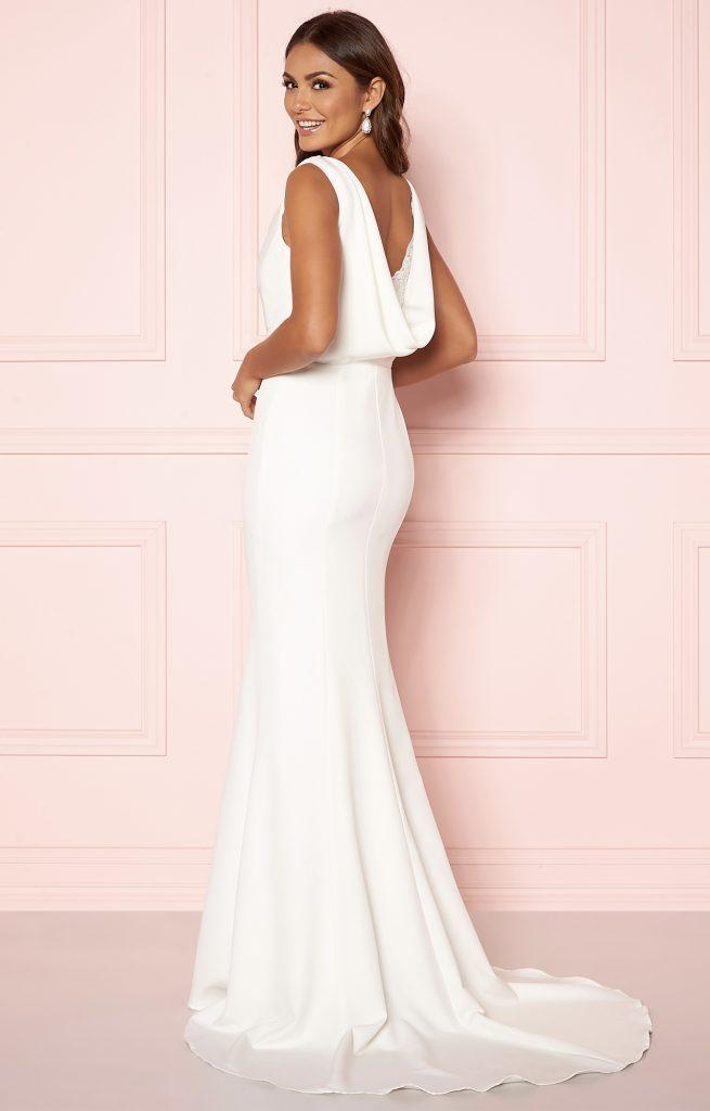 Vilken enkel bröllopsklänning med släp passar dig?