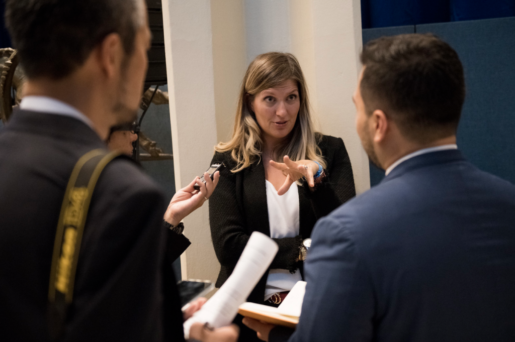 beatrice Fihn i förhandlingar i New York