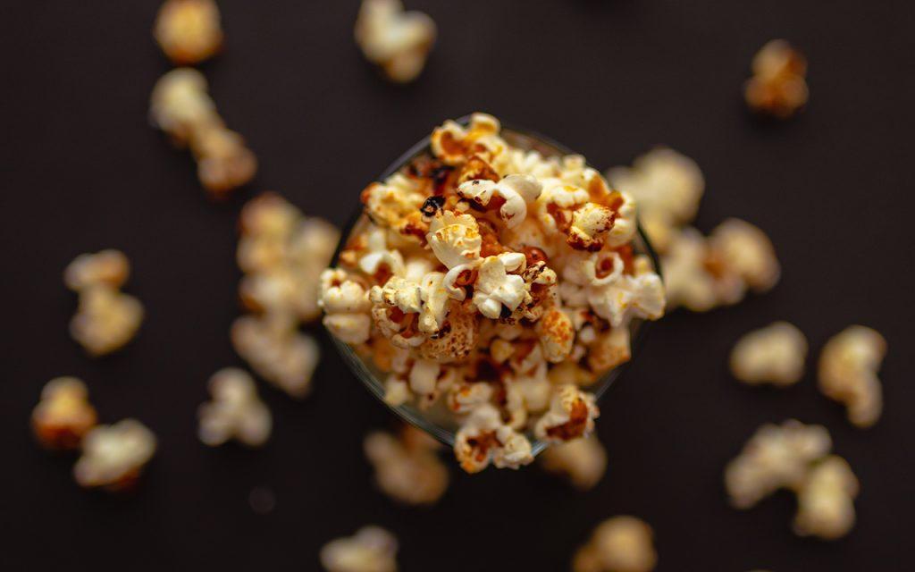 Hur poppar man popcorn i kastrull?