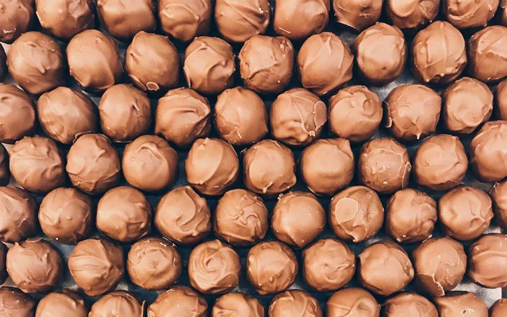 julbakning och julgodis - chokladtryffel med kolasmak