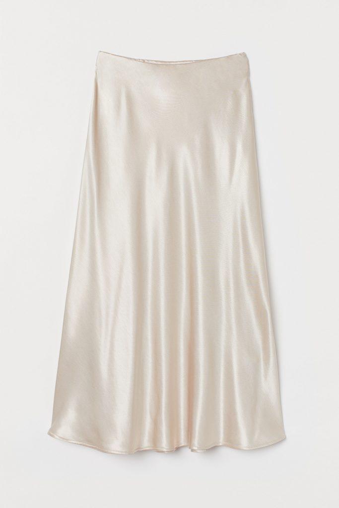 Så bygger du din perfekta kapselgarderob med kjol för dam