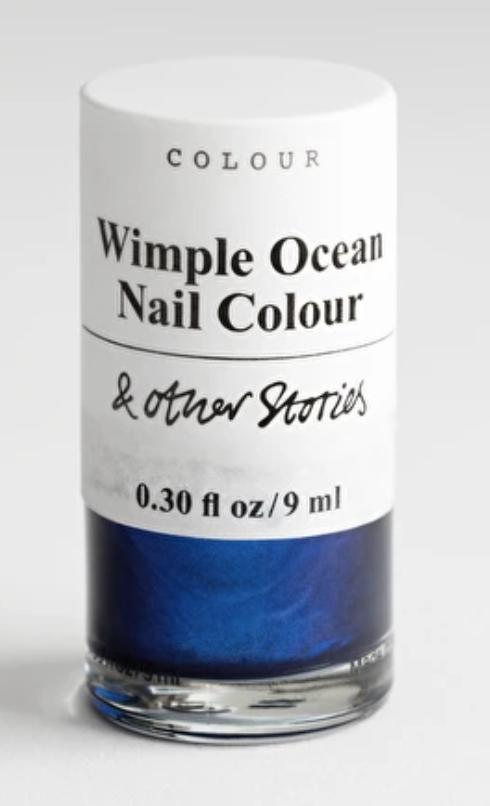 Blått, grönt och vitt nagellack fungerar alltid till manikyren