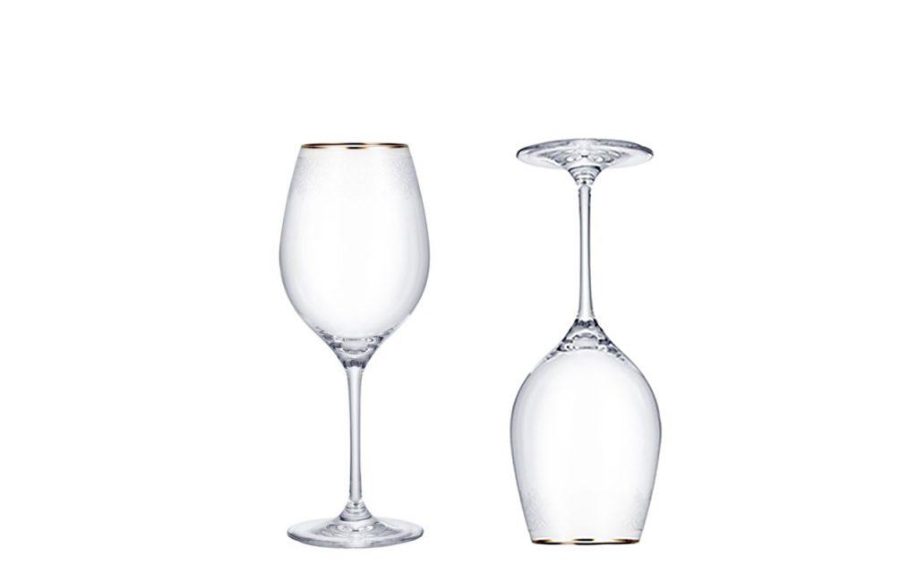 Glas med guldkant är en snygg detalj.