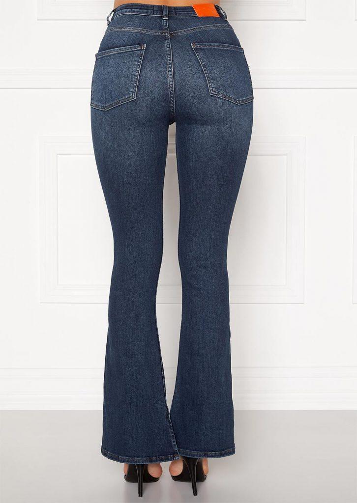 Mörka flared jeans