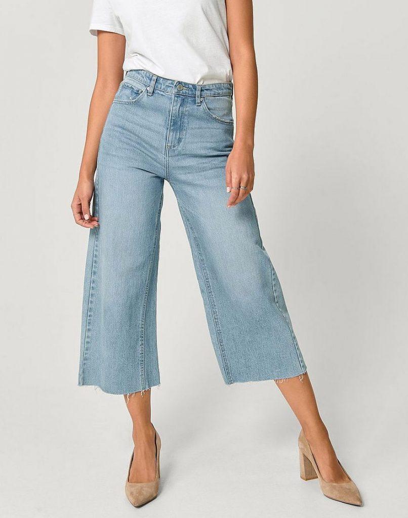 Blå lösa jeans