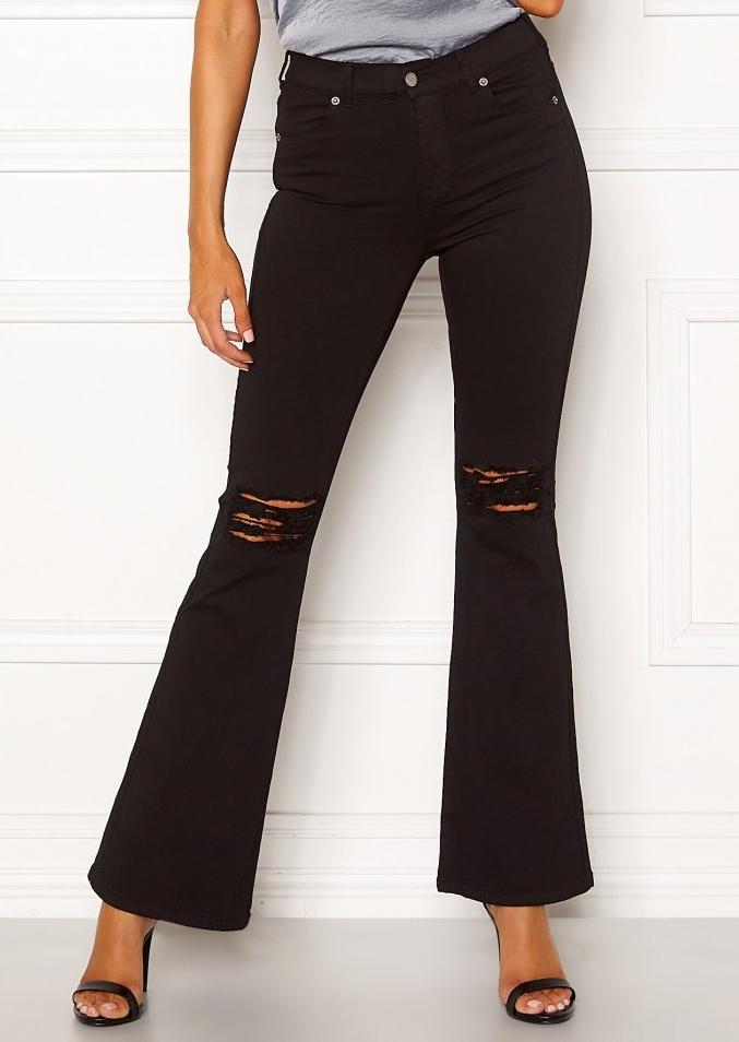 Svarta flared och ripped jeans