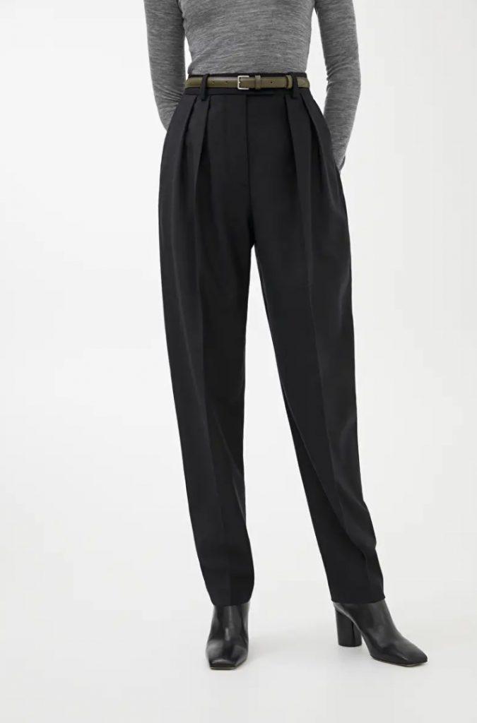kapselgarderob - svarta byxor i ull