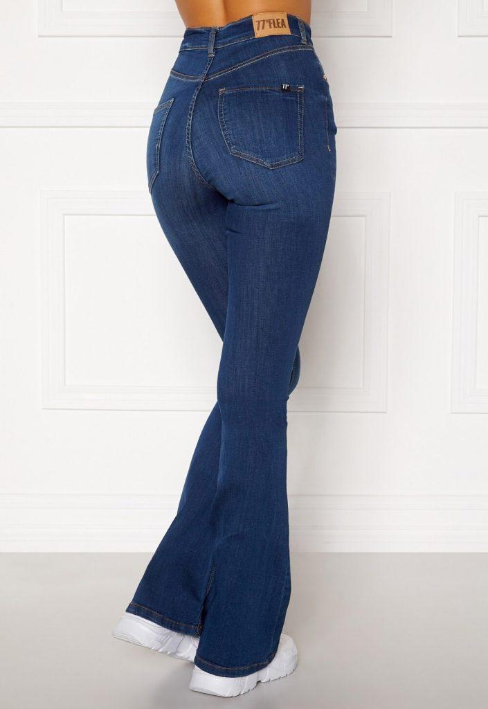 Mörkblå flared jeans