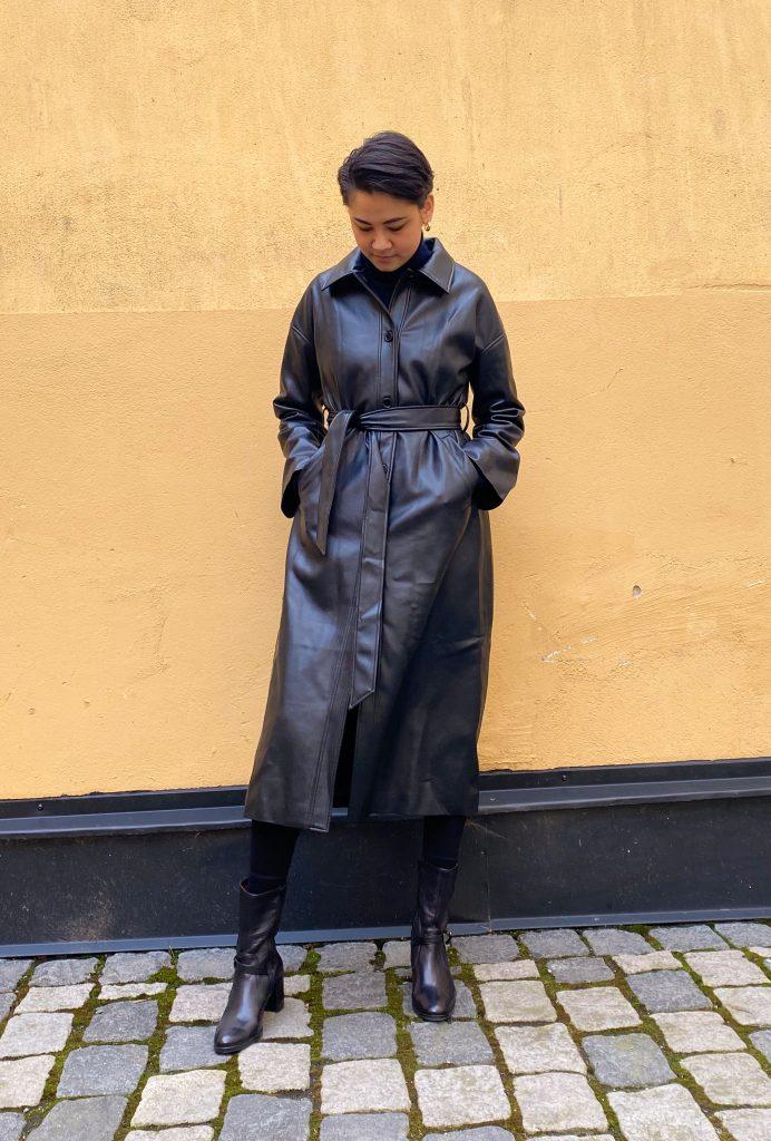 Vårmode för dam: trendig trenchcoat och kappa