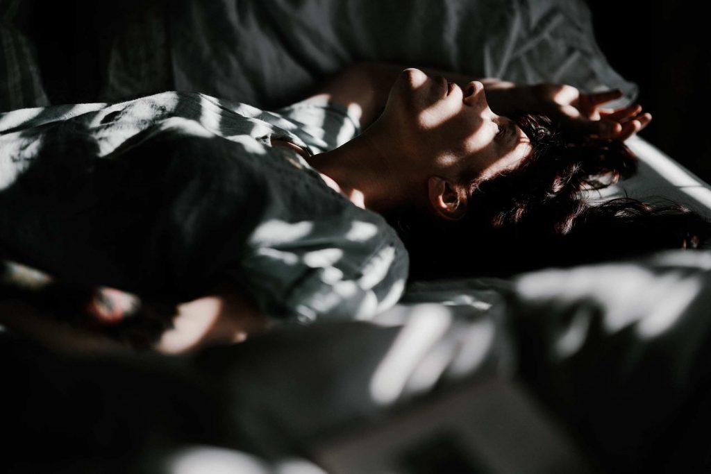 Därför får man hjärtklappning vid vila och när man ska sova