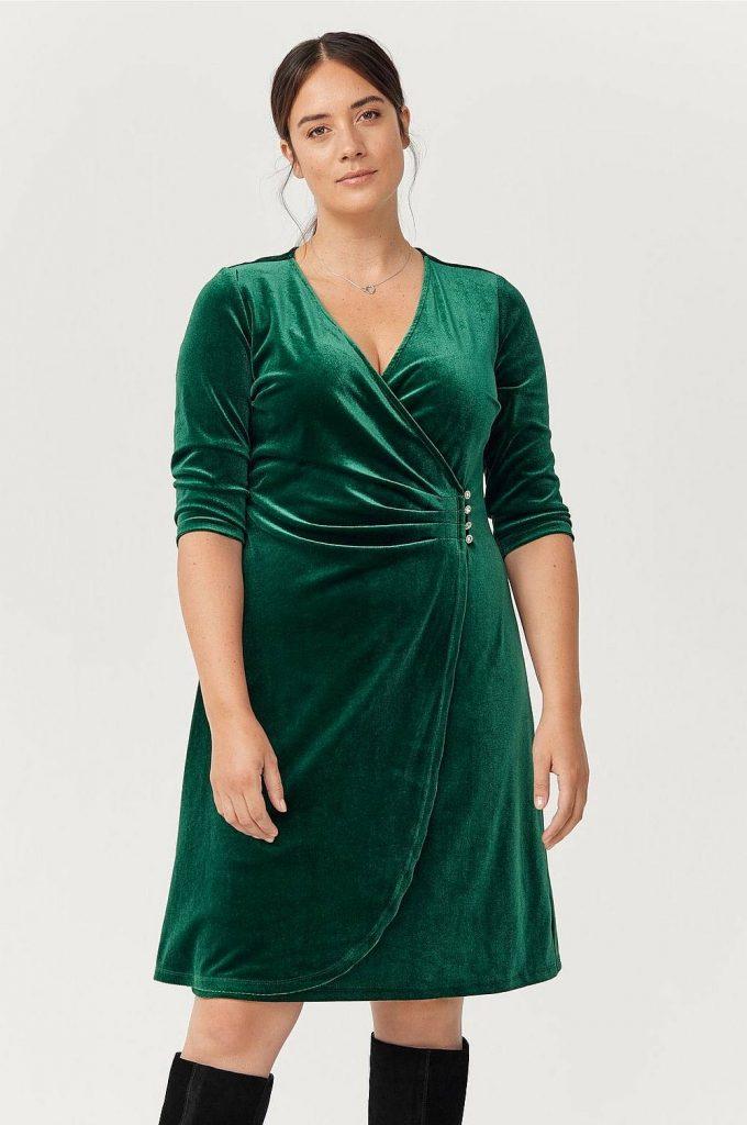 Grön sammetsklänning från Ellos plus size