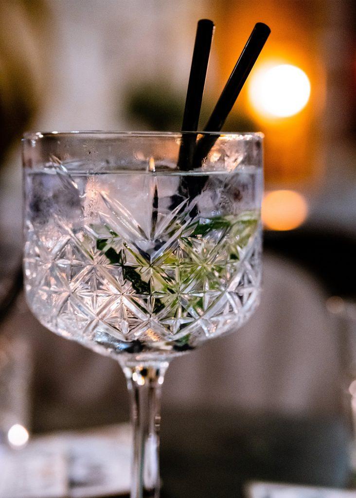hur blandar man en gin och tonic 1