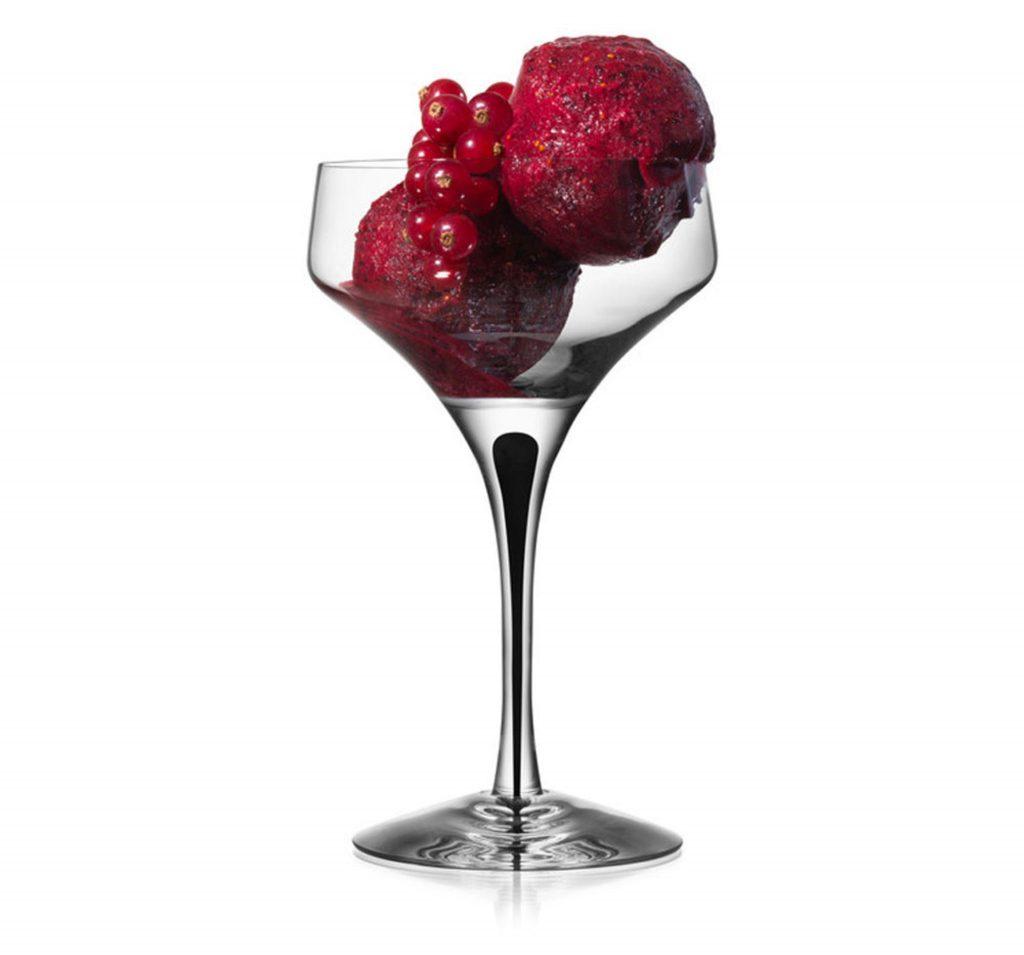 Champagneglas till mimosa drink med glass