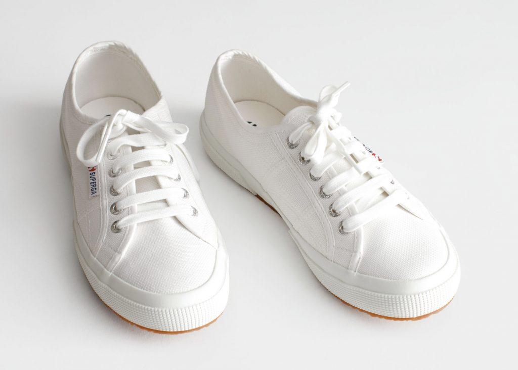 populära vita sneakers för dam