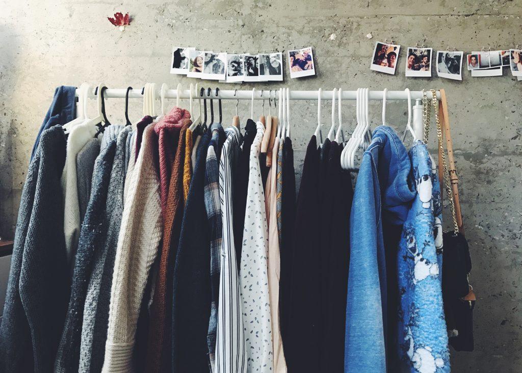 second hand möbler och kläder