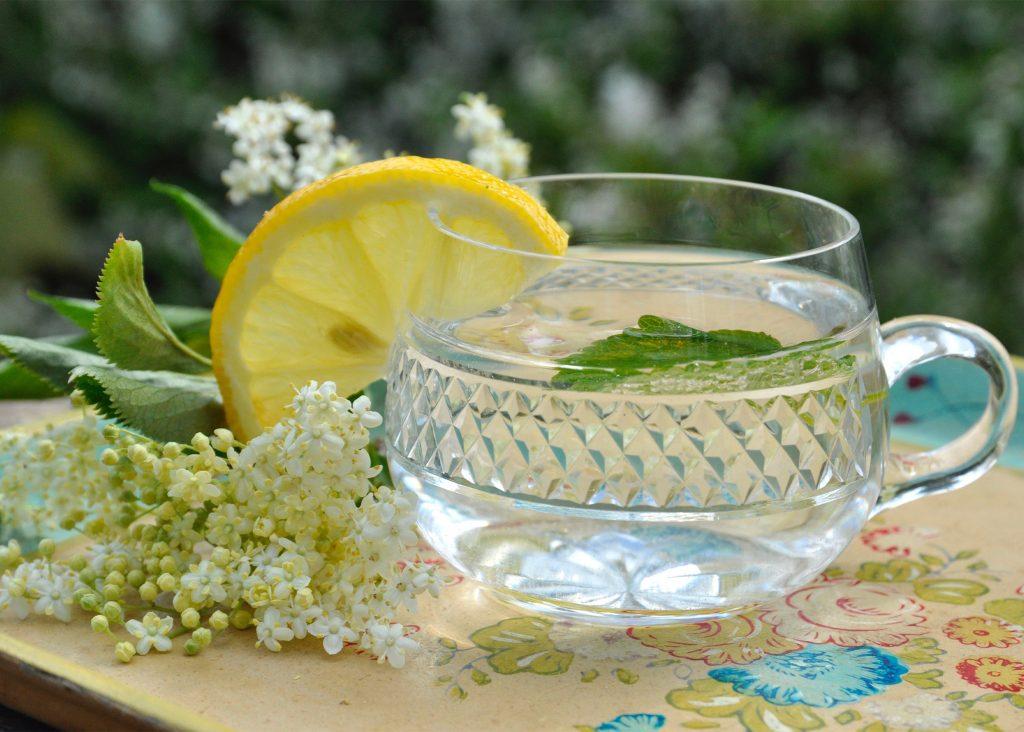 sommardrinkar gin fläder