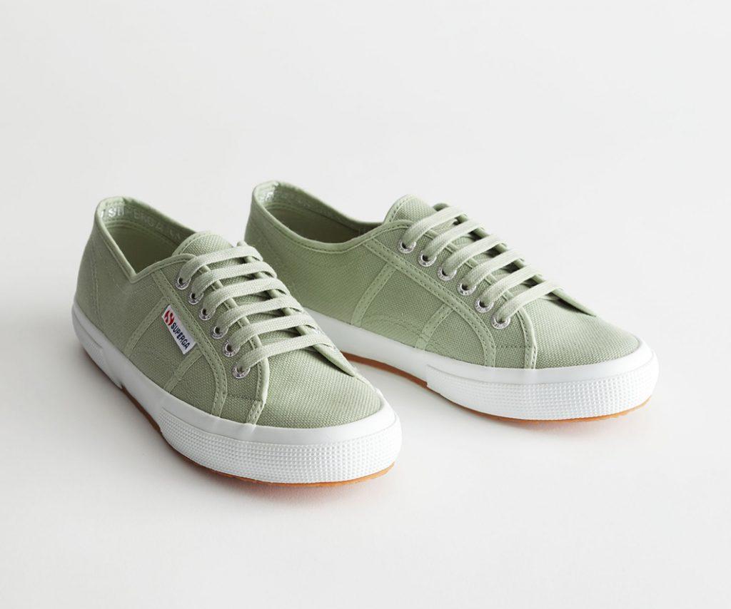 gröna sneakers superga