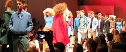 51fa6ea9346f Modeveckan i Stockholm är över. Under en vecka har fashionistas, designers  och modeintresserade trängts på visningar. Goodiebags har delats ut och nu  ...
