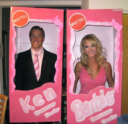 2. Barbie och Ken (ni kan ha helt egna snaskskålar inne i kartongen).  Halloween maskerad efb16840a69ca